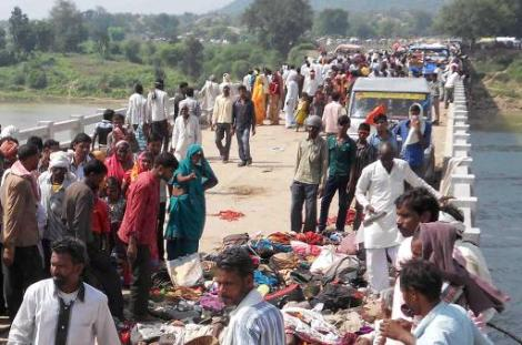 Bodies are piled up on a bridge following a stampede outside the Ratangarh Temple in the Datia district of India's Madhya Pradesh state, on October 13, 2013 (AFP)
